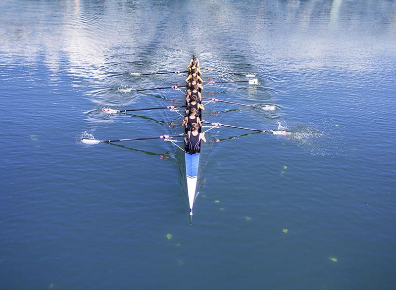 coaching en communicatie in heren acht roeiboot